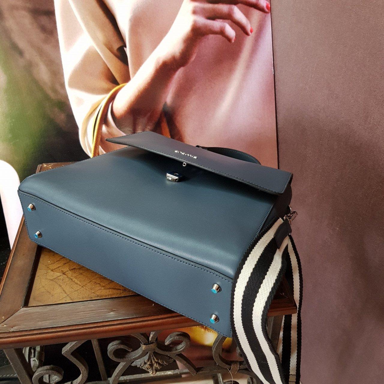 Женская кожаная сумка Cromia 1404671 BLU из натуральной кожи