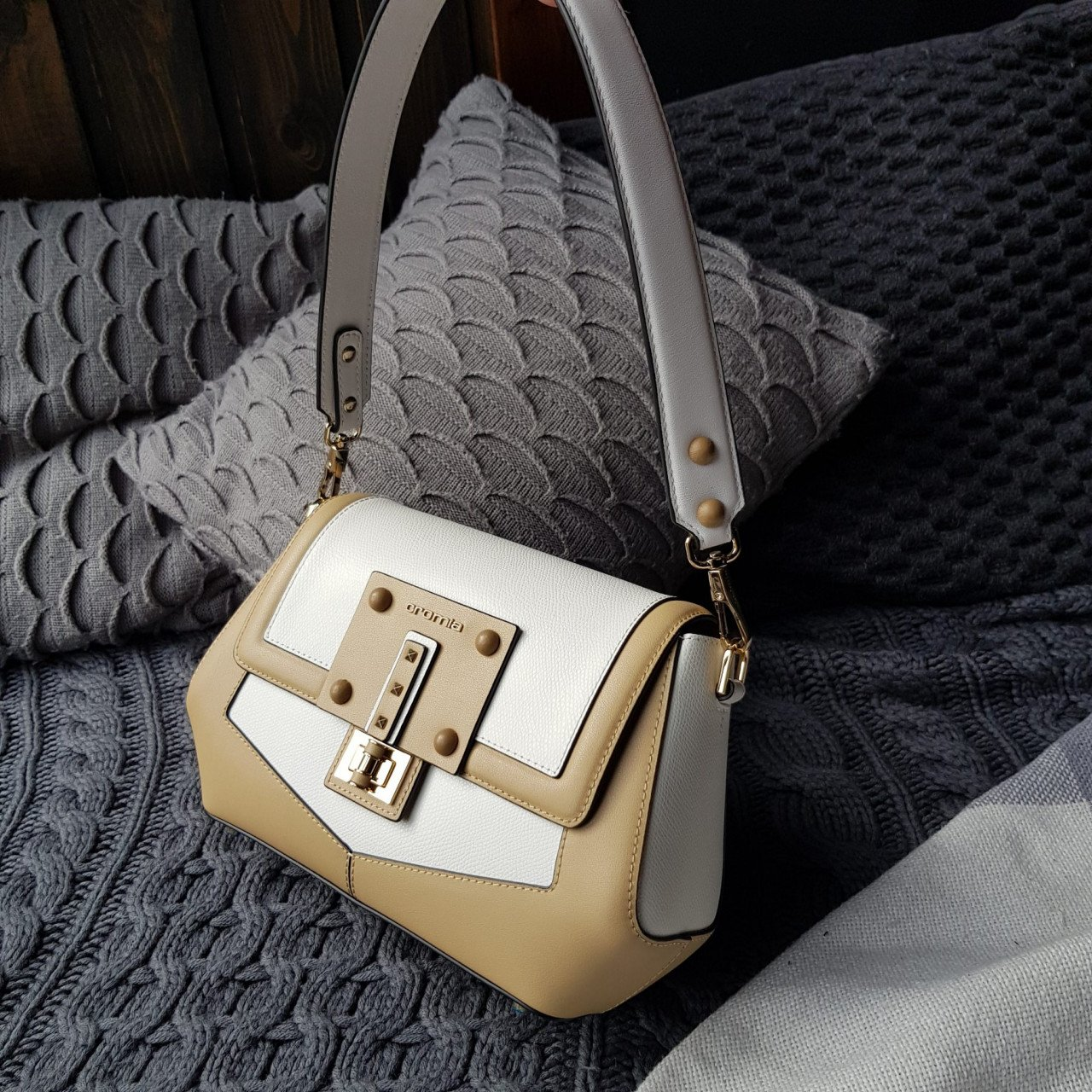 Женская кожаная сумка Cromia 1404865 SABBIA из натуральной кожи